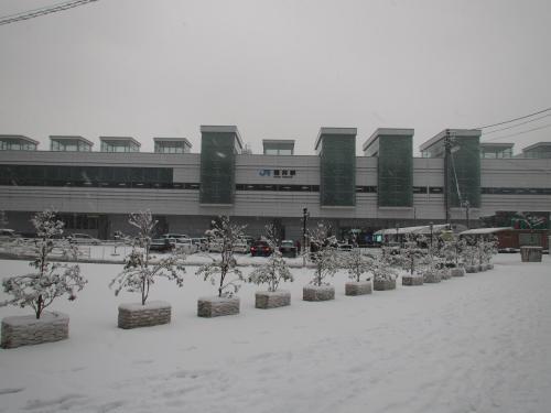 冬の福井駅