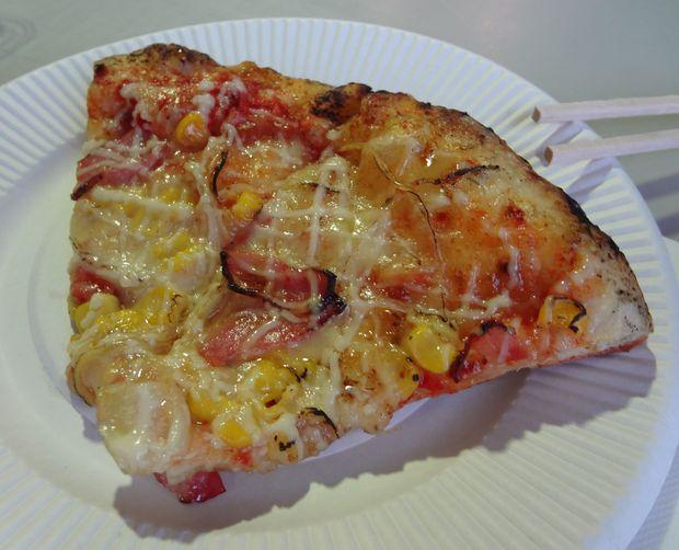 「九州地ビールフェア」(15)ピザキッチンのピザ(4分の1カット、400円)
