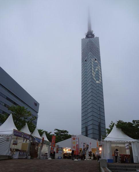 「九州地ビールフェア」(23)外観と福岡タワー