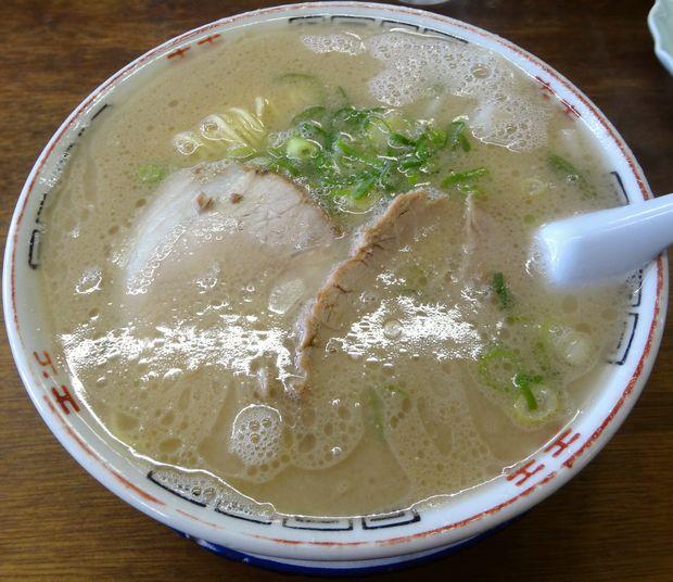 『ふくちゃんラーメン 田隈本店』ワンタン麺(750円)
