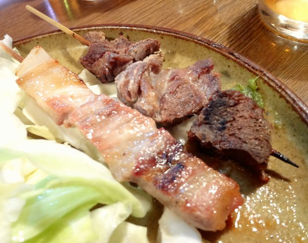 『屯所』豚バラ(100円)・牛すじ(150円)