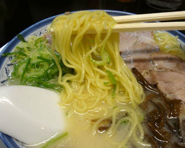 『しばらく 西新店』ラーメン(麺リフト)