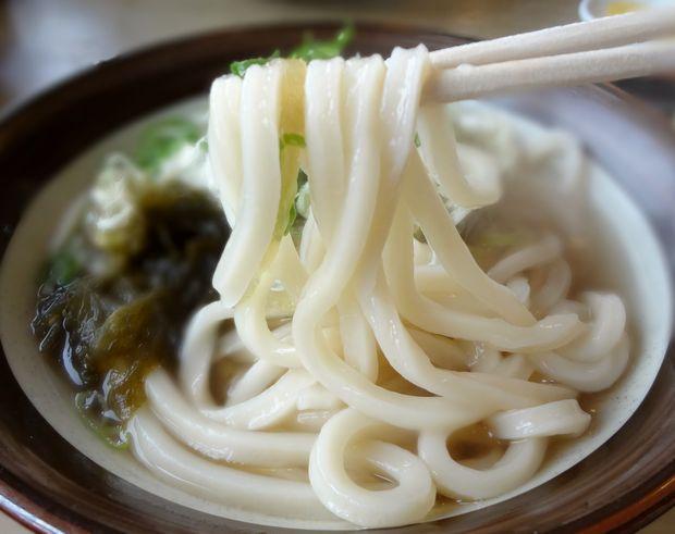 『牧のうどん 空港店』おぼろこんぶ(麺リフト)