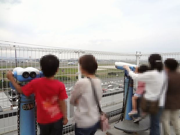 『牧のうどん 空港店』展望台に昇った図
