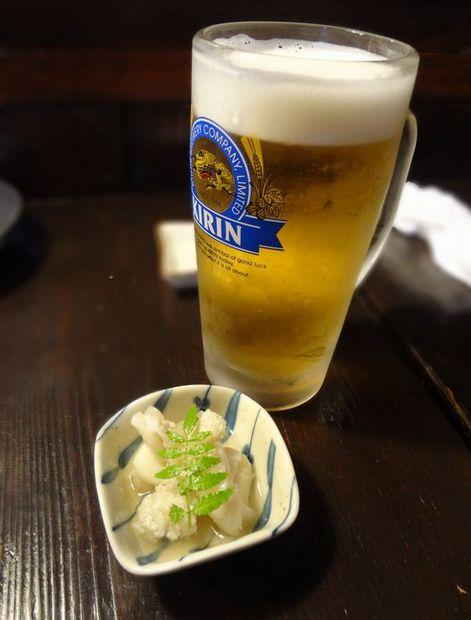 『第三共進丸』生ビール(?円)と、つきだし(?円)