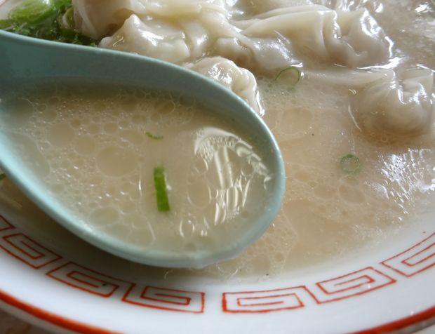 『一九ラーメン 老司店』ワンタン麺(スープ)