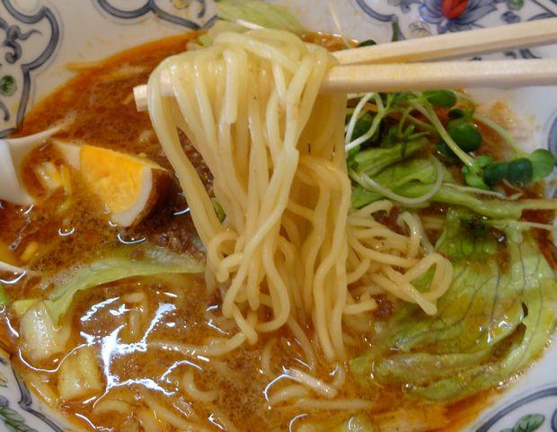 『中華屋台 潤』担々麺(麺リフト)