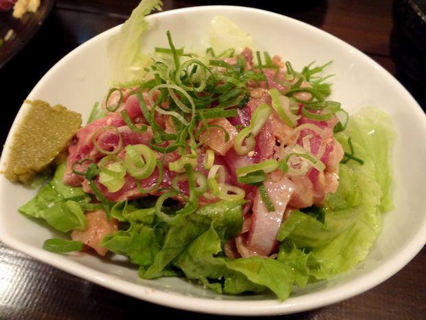 『酒飯処 はぬけ』地鶏のタタキ(480円)