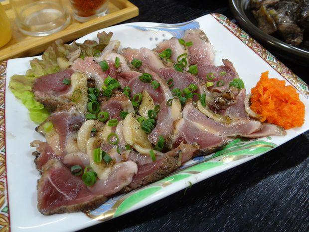 『居酒屋 平ちゃん』地鶏ももタタキ(600円)