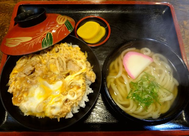 『こまどりうどん  福重店』親子丼(530円)+セット(ミニうどん付・150円増し)