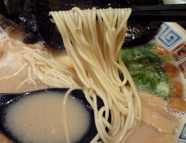 『久留米 大砲ラーメン 天神今泉店』昔ラーメン(麺リフト)