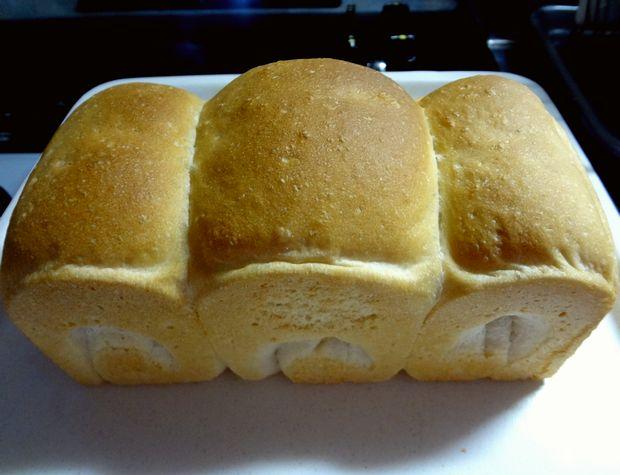 食パン作り(焼き上がりを型から抜いた図)