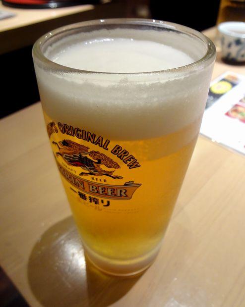 『一膳・居酒屋 夢屋』樽詰(生)一番搾り中ジョッキ(380円)