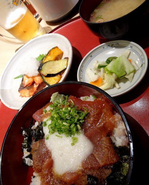 『一膳・居酒屋 夢屋』日替り定食(鮪山かけ丼と鮭幽庵焼き)アップ