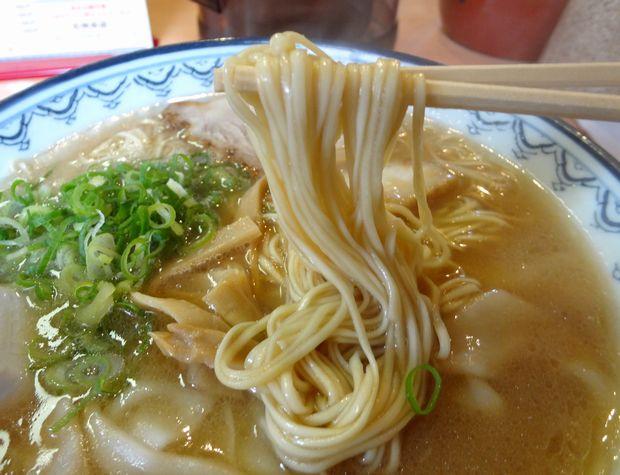 『元祖赤のれん 節ちゃんラーメン』ワンタンメン・並(麺リフト)