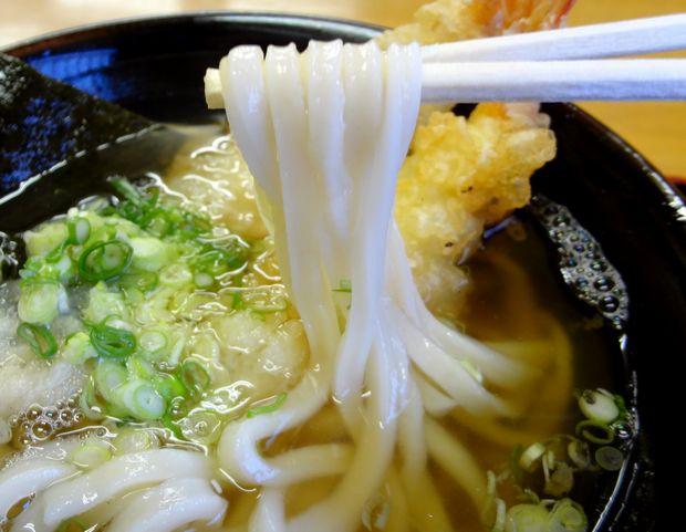 『麺や よし田』天ぷらうどん(麺リフト)