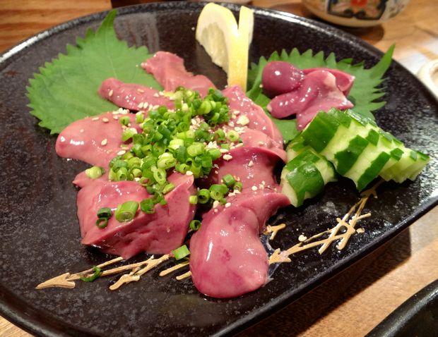 『旬魚酒房 かぶきもん』鶏レバ刺(550円)