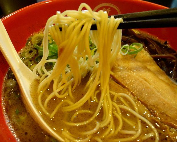 『博多新風 博多デイトス店』新風麺(麺リフト)
