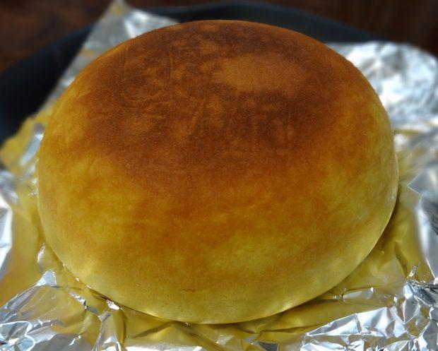 炊飯器 de チーズケーキ(焼き上がって皿に取り出したチーズケーキ)