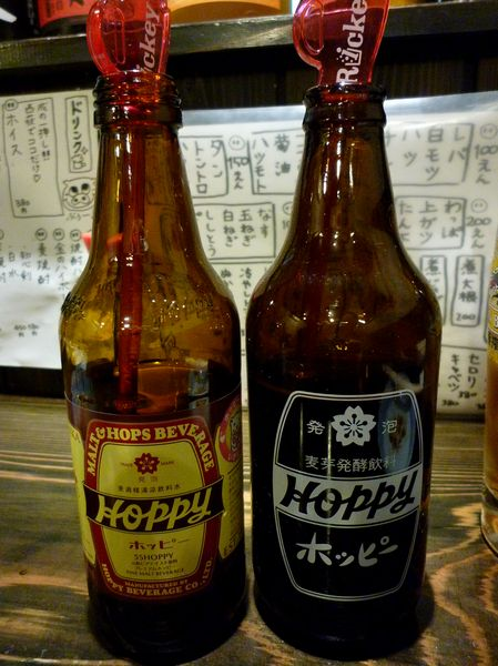 『やきとん 成』黒ホッピーと赤ホッピーのボトル