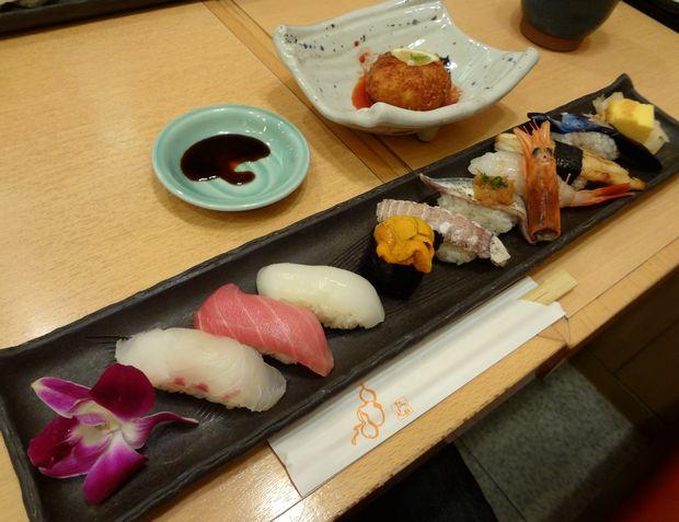 『ひょうたん寿司』旬のおまかせにぎりセット(写真に貝汁付きで1980円。平日ランチ価格)