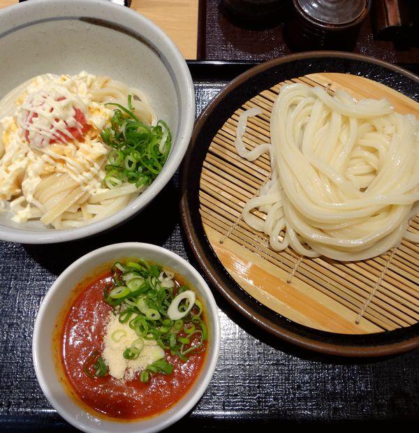 『大名麺通団』「ひやめんたま・小」と「チリトマト」