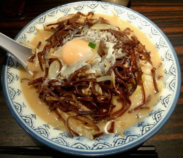 『井手ちゃんぽん 天神店』特製小盛(800円)