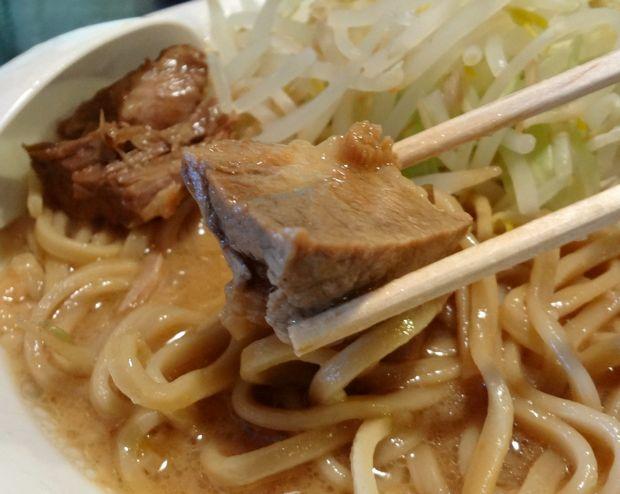 『島系本店 舞鶴店』ラーメン普通・極太麺(チャーシューリフト)
