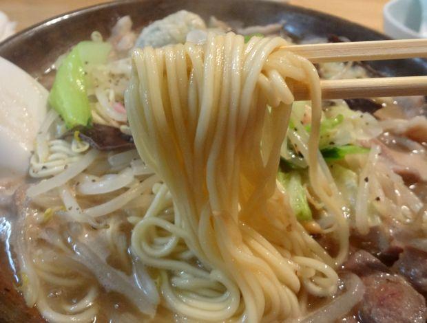 『博多炊き餃子 池ぽん』池ちゃんぽん(麺リフト)