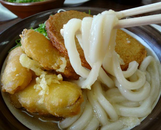 『牧のうどん 白水店』丸天ごぼううどん(麺リフト)