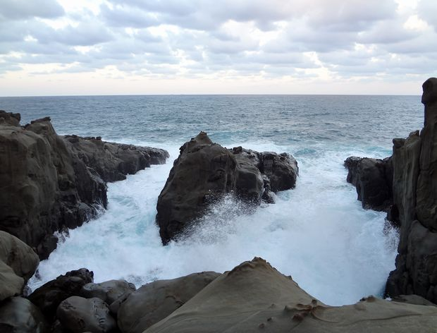 「鵜戸神宮」本殿前の海・2