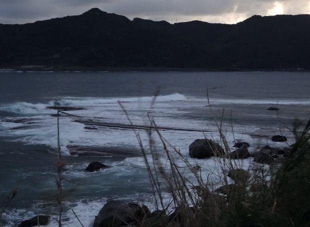 「鵜戸千畳敷奇岩」満ち潮で観えづらい