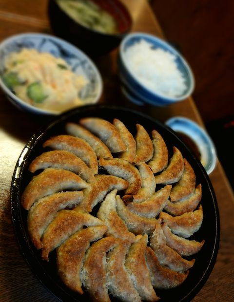 『鉄なべ 荒江本店』「貝汁定食」に餃子2人前増量し、ポテトサラダを付けたもの