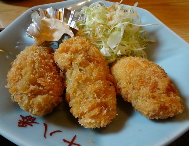 『十八番 おふくろ食堂』選べる定食(カキフライのアップ)