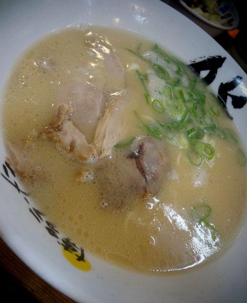『博多ラーメン 膳 天神メディアモール店』おいしいラーメン(アップ)