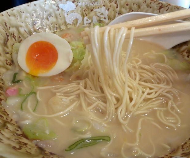 『博多ちゃんぽん ちょき』ちゃんぽん・味玉入り(替玉を入れて麺リフト)