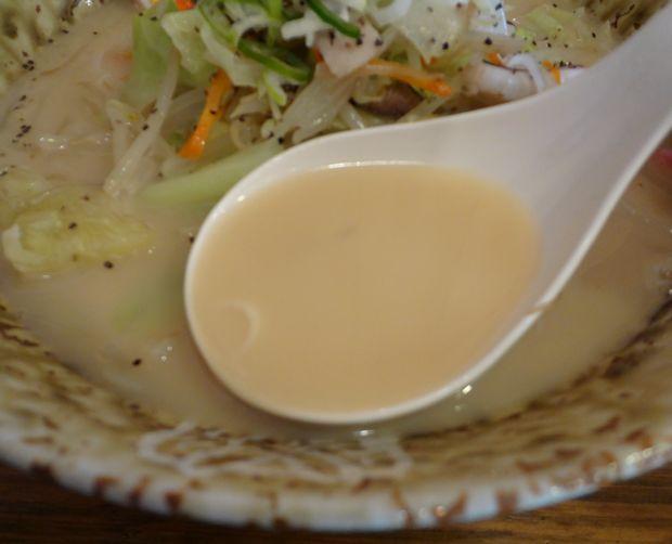 『博多ちゃんぽん ちょき』ちゃんぽん・味玉入り(スープ)