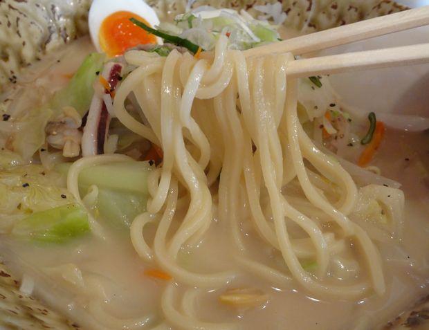 『博多ちゃんぽん ちょき』ちゃんぽん・味玉入り(麺リフト)