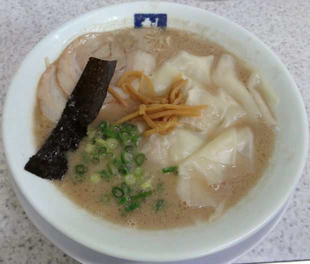 『魁龍 博多本店』ワンタンメン(820円)