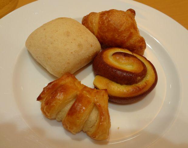 『ブレッドダイニング 蜂 ホークスタウン店』ランチに付く「食べ放題のパン」その3
