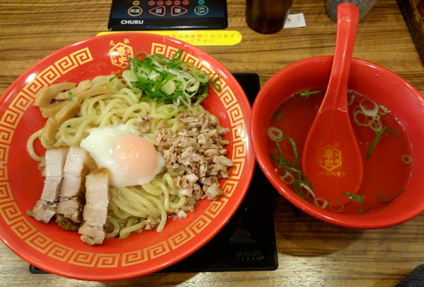 『麺研究所 麺屋慶史』慶史油そば(スープ付・麺大盛無料、750円)