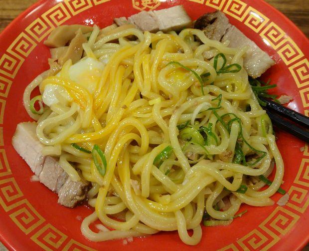 『麺研究所 麺屋慶史』慶史油そば(麺を混ぜた図)