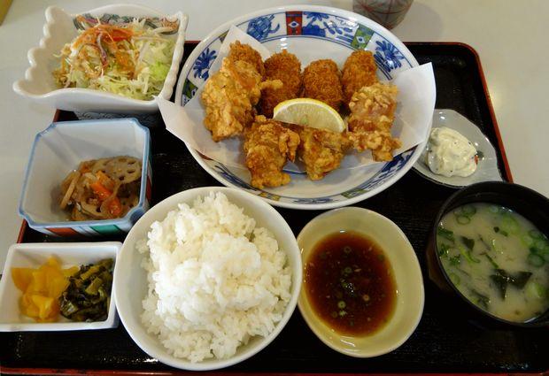 『あかさか』唐揚カキ定食・大(900円)