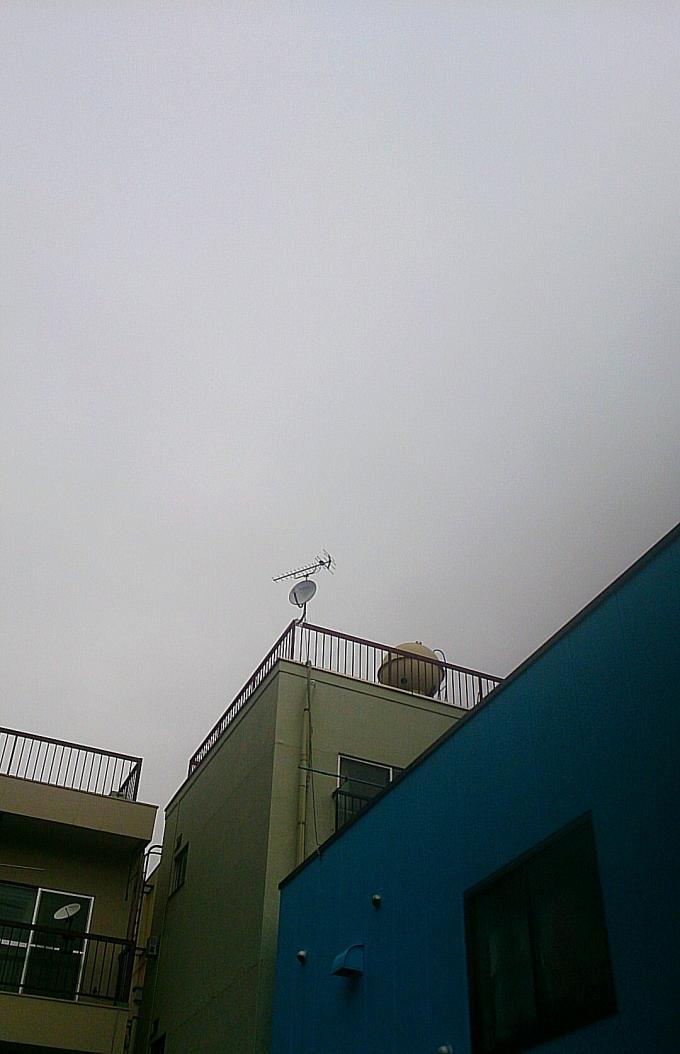 曇り空と碧い家_20141112