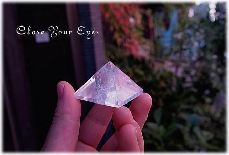 pyramid-crysta01.jpg