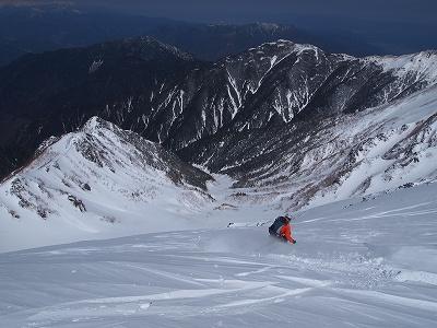 木曽駒ヶ岳北面にドロップ。