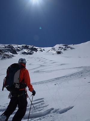 木曽駒ヶ岳北面下部のカールは最高のパウダーでした。