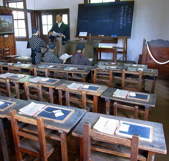 120425旧見附学校・教室
