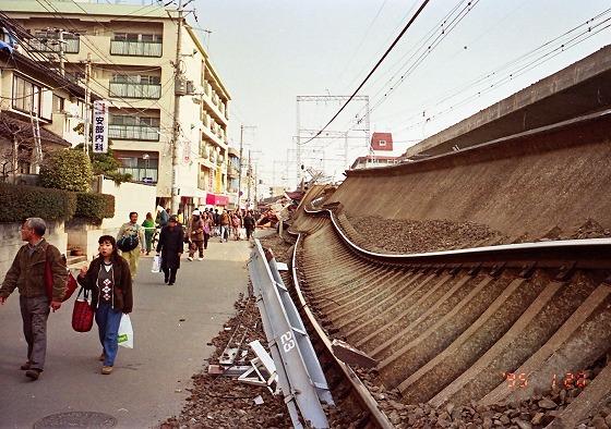 950120阪急高架脇震災3日後