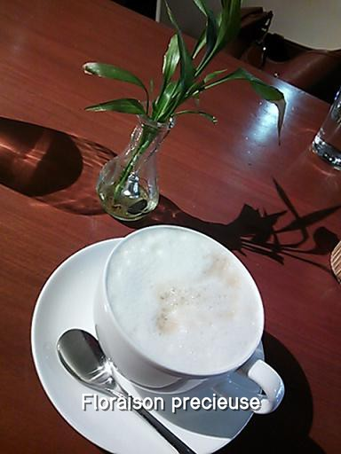 月の輪3カフェ